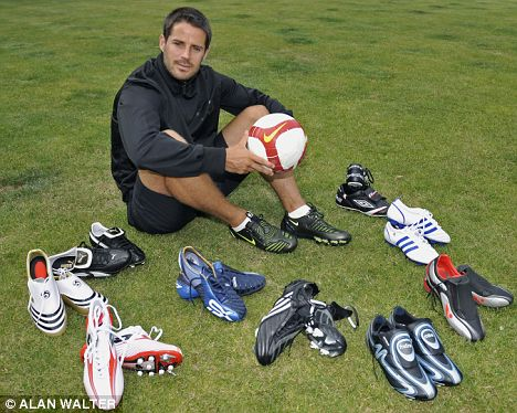 Redknapp takes some time to review the newest cleats!