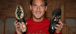 Totti shows off his Diadora LX-Pro