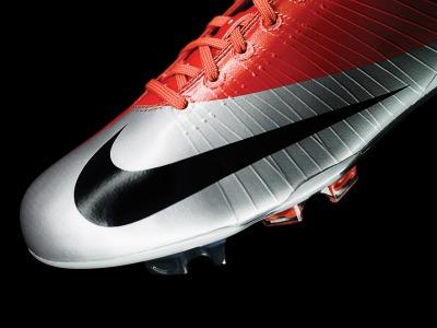 http://soccercleatstars.files.wordpress.com/2009/03/nike-superfly.jpg